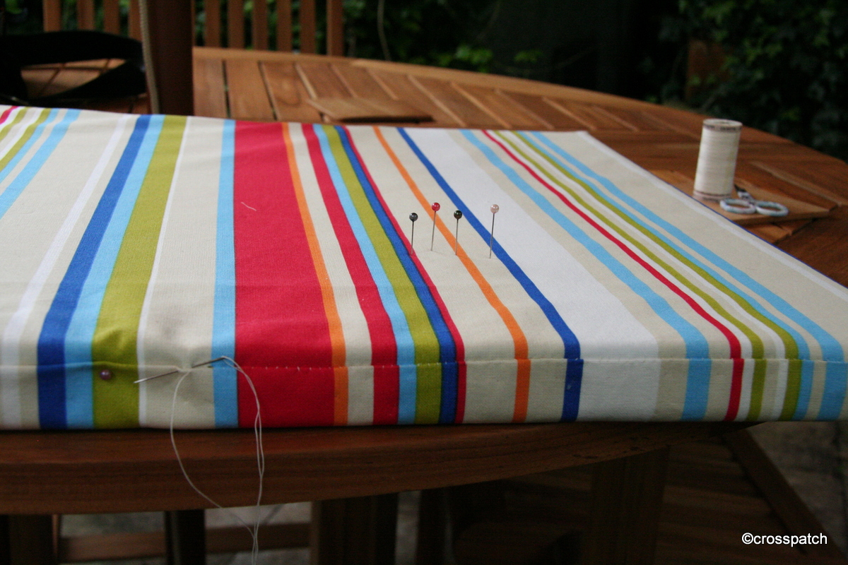 Bench cushion: easy envelope closure